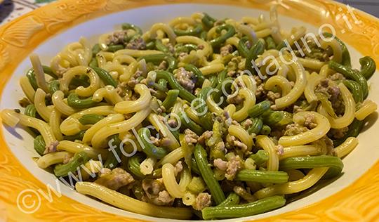 Gramigna con asparagi e salsiccia