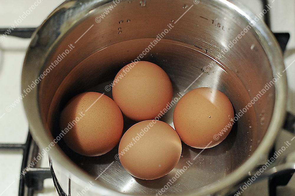Consigli contadini per sapere se un uovo è ancora fresco